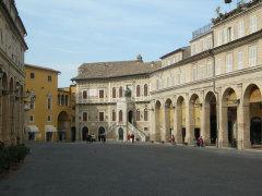 Fermo, piazza del Popolo e palazzo dei Priori