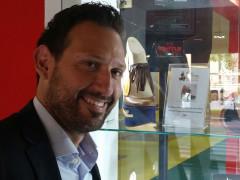 Alessio Terrenzi con la calzatura esposta al Micam di Milano
