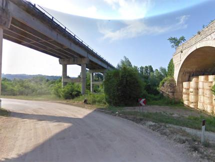 Il cavalcavia che collega Servigliano a Piane di Falerone