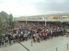 Expo 2015: visitatori in fila ai padiglioni a Milano
