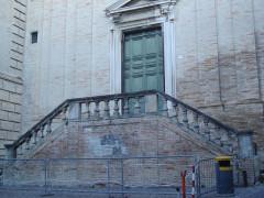 Portale e scalinata di S. Agostino a Fermo