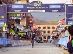 L'arrivo della Tirreno-Adriatica a Castelraimondo nel 2015