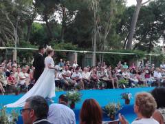 Sposalizi: sfilata di abiti da sposi e auto d'epoca