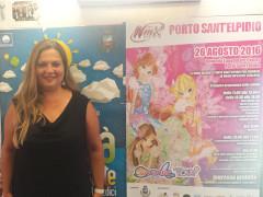 Milena Sebastiani davanti alla locandina dello Winx Tour