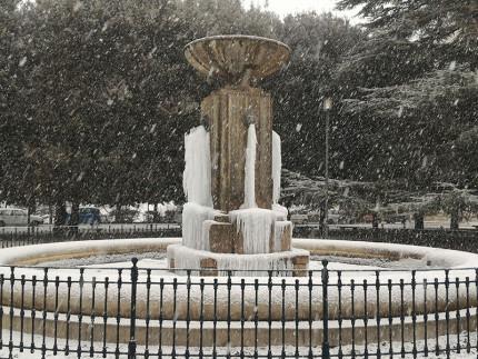 Neve e ghiaccio alla fontana del Girfalco di Fermo - foto da Facebook