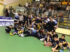 Foto di gruppo per la M&G Videx Grottazzolina dopo il derby contro Potenza Picena