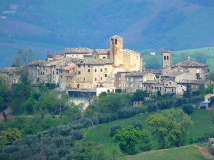 Veduta di Monteleone di Fermo