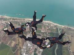 Paracadutismo: SeiUnoZero 4way Team in azione