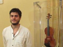 Il M° Bifulco con il suo violino premio