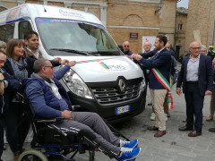 Consegna mezzo di mobilità garantita a Sant'Elpidio a Mare