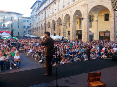 Marche Comedy Record in piazza a Fermo
