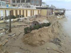 Maltempo a Pesaro: la mareggiata sta erodendo la spiaggia