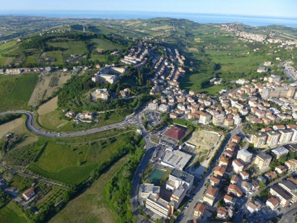 Panorama cittadino di Fermo, veduta aerea