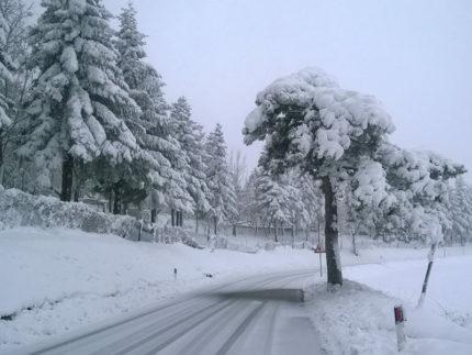 Neve sulle strade di Montefortino