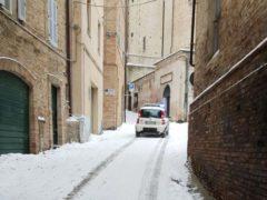 Neve per le vie di Fermo
