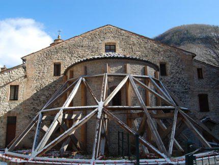 Abside del Santuario dell'Ambro danneggiato dal terremoto