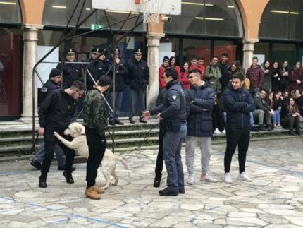 Unità Cinofile della Polizia di Stato per i controlli nelle scuole del fermano