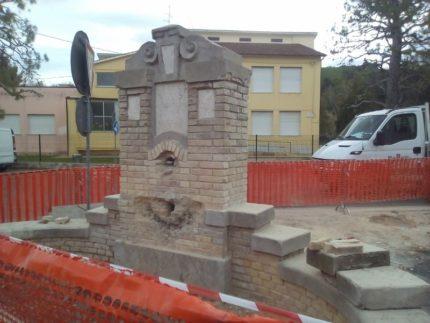 Lavori di restauro dell'antica fonte di Molini Girola di Fermo