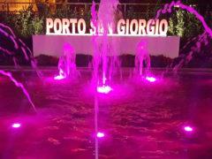 Porto San Giorgio: la fontana di viale Don Minzoni si illumina di rosa
