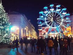 Piazza del Popolo gremita a Fermo per gli eventi prenatalizi