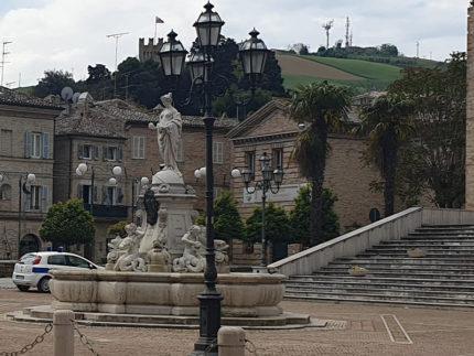 Veduta di Piazza San Giorgio a Porto San Giorgio
