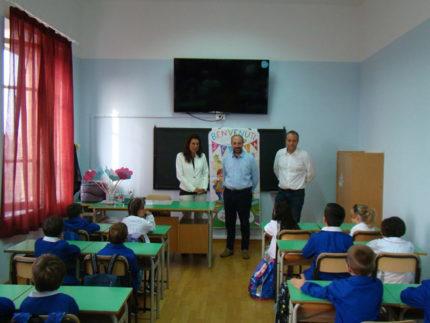 Primo giorno di scuola a Fermo. Il sindaco saluta le nuove classi