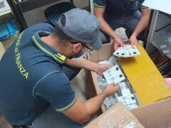 Articoli contraffatti sequestrati dalla Guardia di Finanza